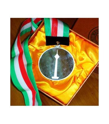 مدال با آویز و جعبه (برج میلاد)